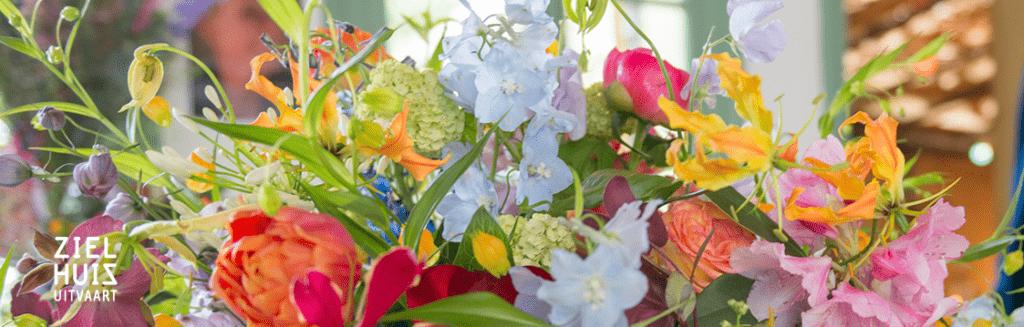 Pompon bloemen bij uitvaart