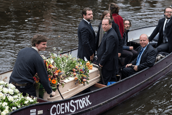 uitvaart met bootje Amsterdam